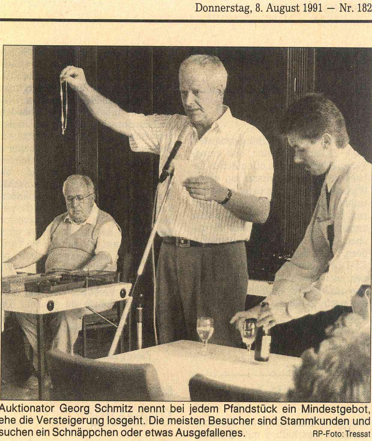 Pfandhaus Versteigerung Brocker mit Auktionator Georg Schmitz 1991